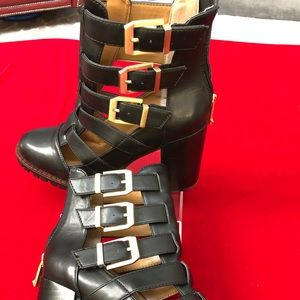 NWOT Report Signature Ashtin Cut-out Black Boots 8